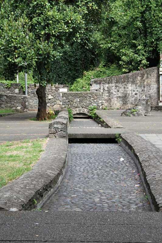Les vestiges du canal des Moulins
